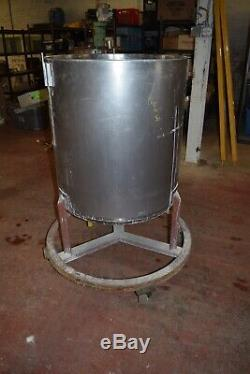 100 Gallon Stainless Steel Mixing Tank Bottom Outlet on Casters