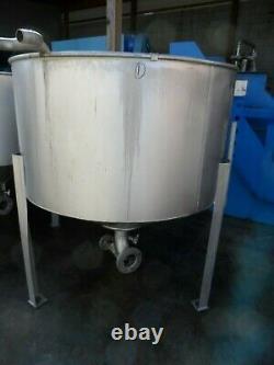 Stainless Steel Tank on Legs, 300 Gallon Capacity