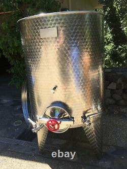 Wine tank, stainless steel, Minox, 264 gal, all features. Excellent condition